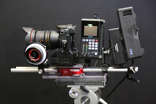 DMC-GH4を組み込んだ撮影用ユニット。プロ向け器材としてのど迫力