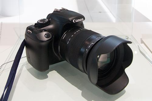 高倍率レンズ 18-200mm F3.5-6.3 DC MACRO OS HSM。コンパクトながら広角18mm~望遠200mmまでカバー