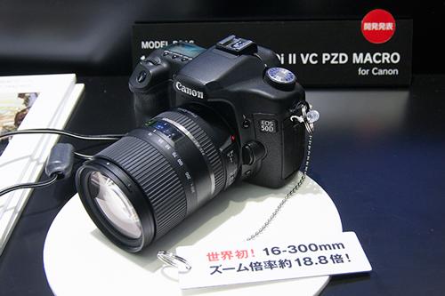 ハンズオン・コーナーでEOS50Dに装着されている16-300mm F/3.5-6.3 Di II VC PZD MACRO(Model B016)
