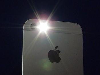 iPhoneやAndroidスマホを懐中電灯として使う方法